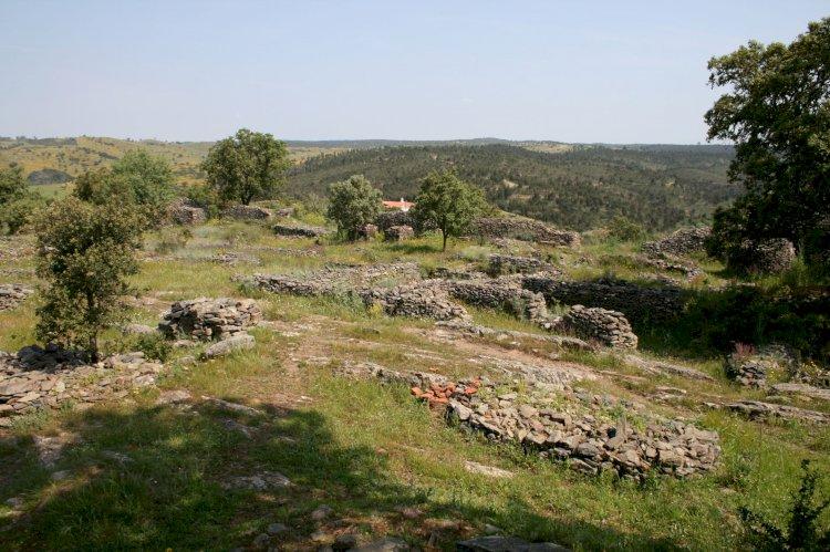 Pelos Trilhos de Portugal-Circuito Arqueológico do Castro da Cola