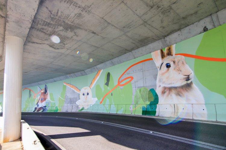 Mural pintado em túnel na estrada da Arrábida