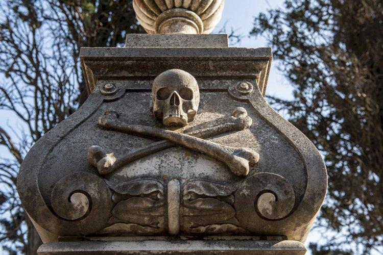 O Cemitério dos Parazeres é um autêntico museu ao ar livre  (artigo com galeria de fotos)