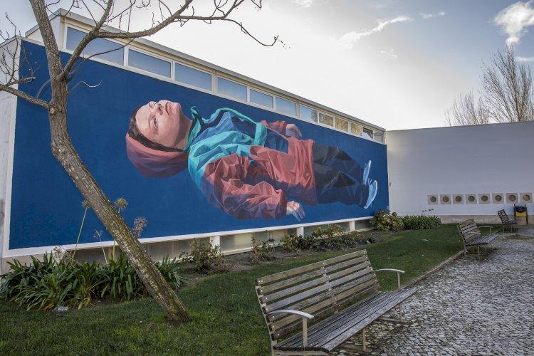 Concluído o mural de Jorge Charrua na Biblioteca de Pinhal Novo