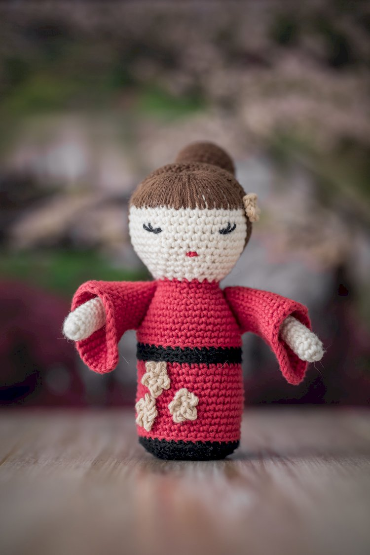 Museu do Oriente ensina a criar bonecos em crochet
