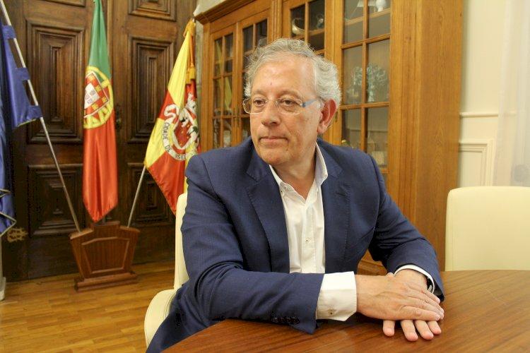 Faleceu Almeida Henriques, presidente da Câmara de Viseu, vítima de Covid-19
