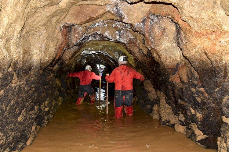 Grupo de espeleólogos percorreu galeria das Minas de Limarinho