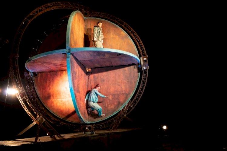 """Espetáculo """"Dreamworld"""" da companhia Theater Titanick em Torres Vedras"""
