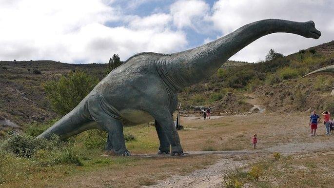 Dinossauros, grutas e outras místicas